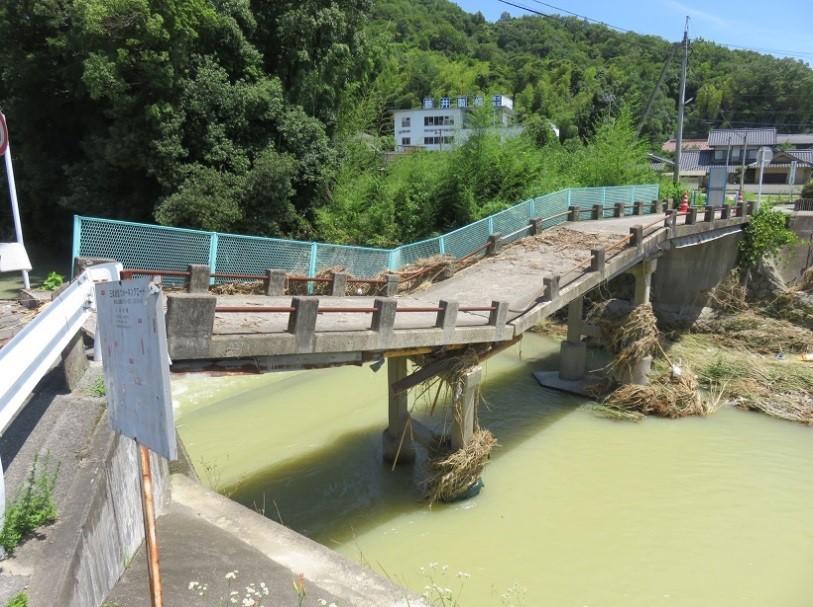 三成の藤井川の津田橋